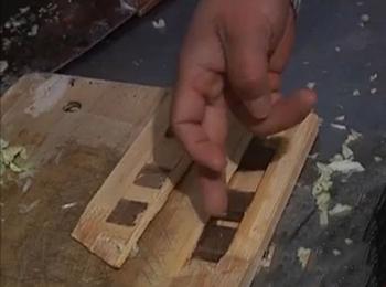 李先生购买的竹菜板内竟是胶木