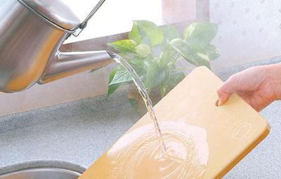 塑料砧板分享法:油涂